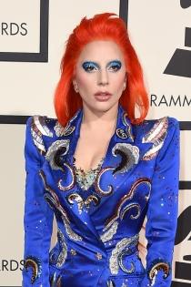 Pelo de colores: Lady Gaga, su rojo a lo David Bowie