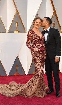 Oscars 2016: Chrissy Teigen y John Legend, en la alfombra roja