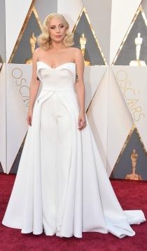 Oscars 2016: Lady Gaga, una novia de Brandon Maxwell