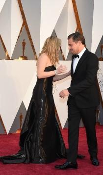 Momentazos Oscars 2016: Kate Winslet y Dicaprio, despistados en la red carpet