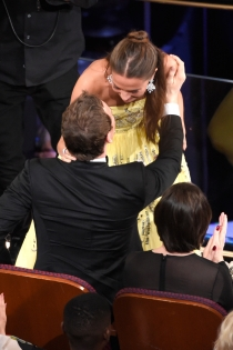 Gala Oscars 2016: El casi beso de Alicia Vikander y Fassbender