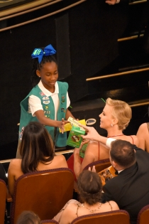 Gala Oscars 2016: Las girl scout venden galletas