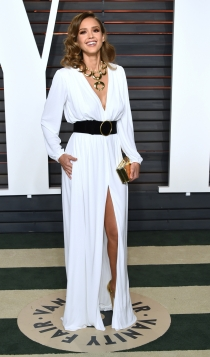 Vanity Fair Oscars 2016: Jessica Alba, muy guapa