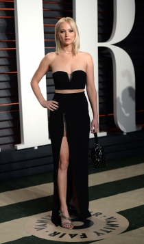 Vanity Fair Oscars 2016: Jennifer Lawrence, total black