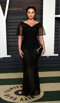 Vanity Fair Oscars 2016: Demi Lovato, total black