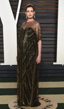 Vanity Fair Oscars 2016: Anne Hathaway, look premamá