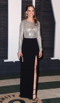 Vanity Fair Oscars 2016: Hilary Swank, diferente y estupenda