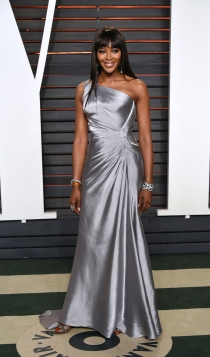 Vanity Fair Oscars 2016: Naomi Campbell, sencilla pero elegante
