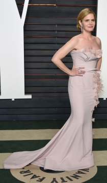 Vanity Fair Oscars 2016: Jennifer Jason Leigh, clásica y elegante