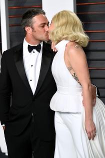 Lady Gaga y Taylor Kinney, amor en los Oscars