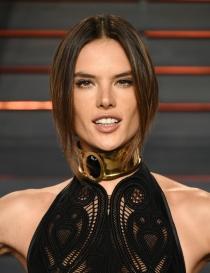 Peinados Oscars 2016: el recogido de Alessandra Ambrosio