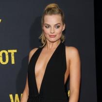 Margot Robbie, adicta al braless: fuera sujetador, hola escote