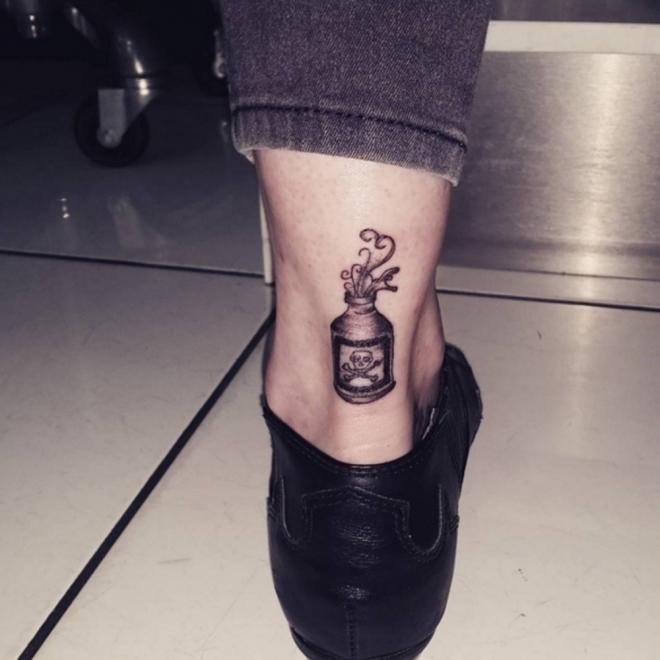 Tatuajes para el tobillo: un poco de veneno en la piel
