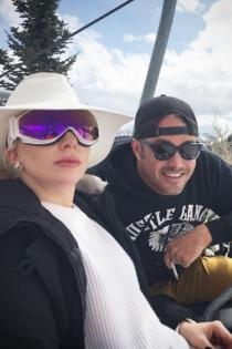 Lady Gaga y Taylor Kinney, juntos en la nieve