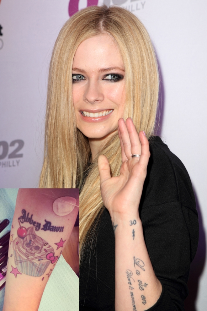 Tatuajes En El Brazo El Cupcake De Avril Lavigne Demi Lovato Y Otras Famosas Con Tatuajes En