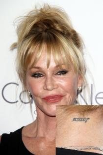 Tatuajes en el cuello: El amor de Melanie Griffith