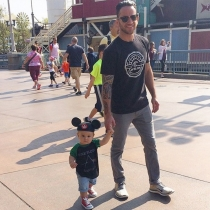 Dilfs of Disneyland: un paseo con un padre modelo