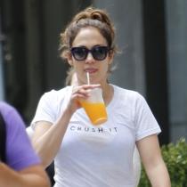Jennifer Lopez también se apunta a los batidos detox de colores