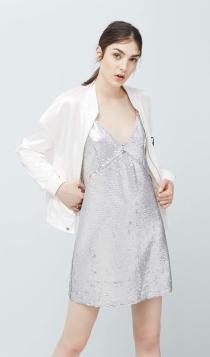 Vestidos cortos de fiesta: la reina de plata de MANGO