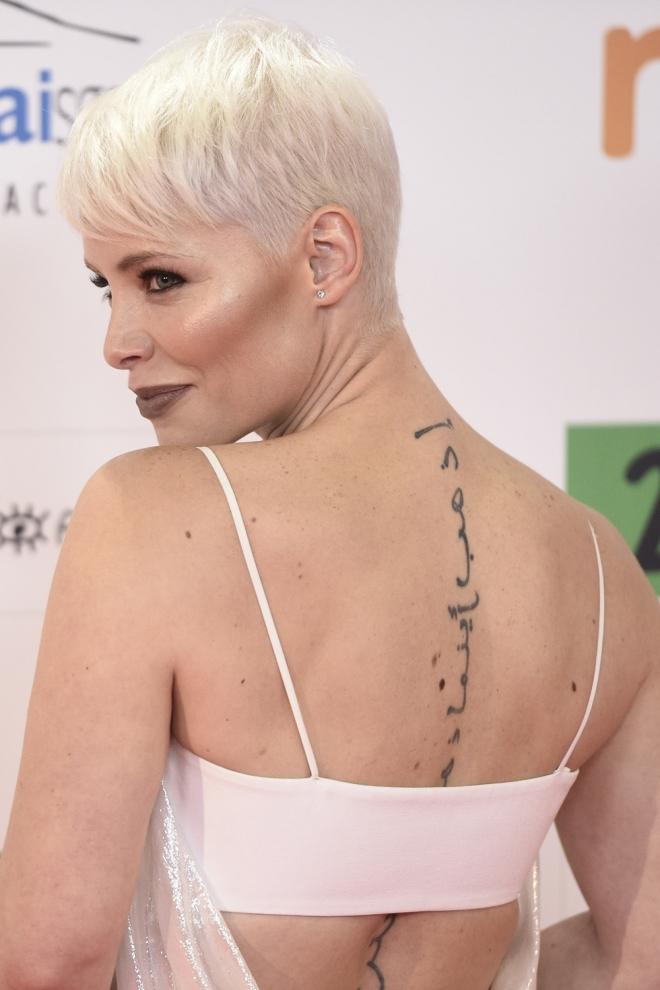 Tatuajes En La Espalda La Frase Arabe De Soraya - Tatuajes-frases-espalda