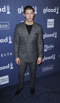 Premios Glaad Media 2016: Nick Jonas, muy guapo