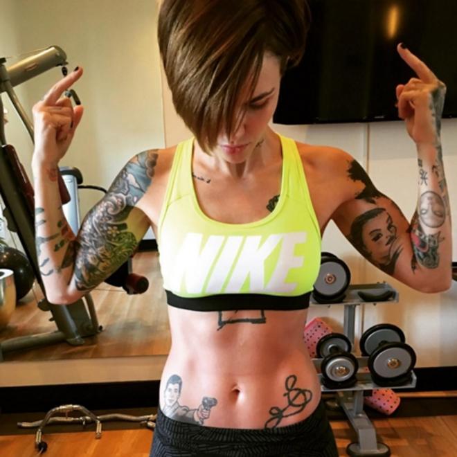 Tatuajes En La Cadera El Símbolo De Ruby Rose