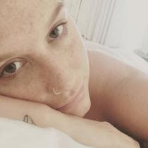 Famosas sin maquillar: las pecas de Kesha