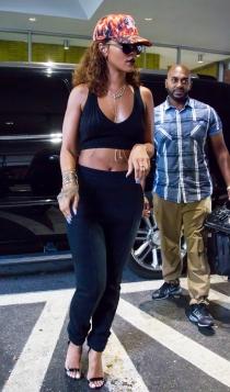 Rihanna y su chándal con tacones