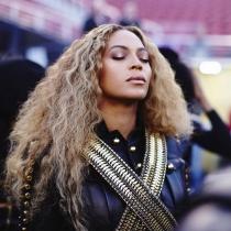 Beyoncé también elige los labios en color marrón