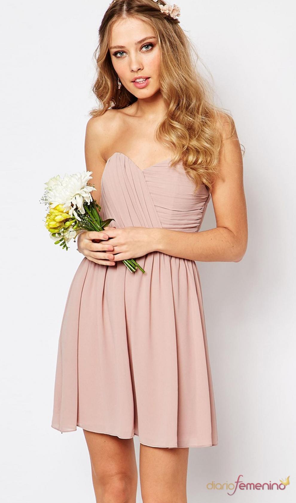 Un vestido nude para las damas de honor más \'candy\'