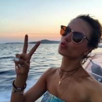 Alessandra Ambrosio, adicta a los selfies de Instagram
