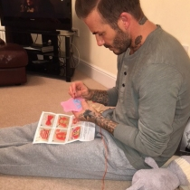 David Beckham todo un esperto en corte y confección en Instagram con Victoria