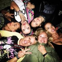 Coachella 2016: Alessandra Ambrosio disfrutando del festival con sus amigas