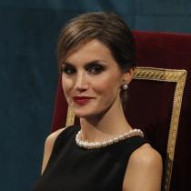 Peinados para madres de comunión: el moño bajo con flequillo de la reina Letizia