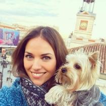 Nombres de perros de famosos: Bella, la mascota de Helen Lindes