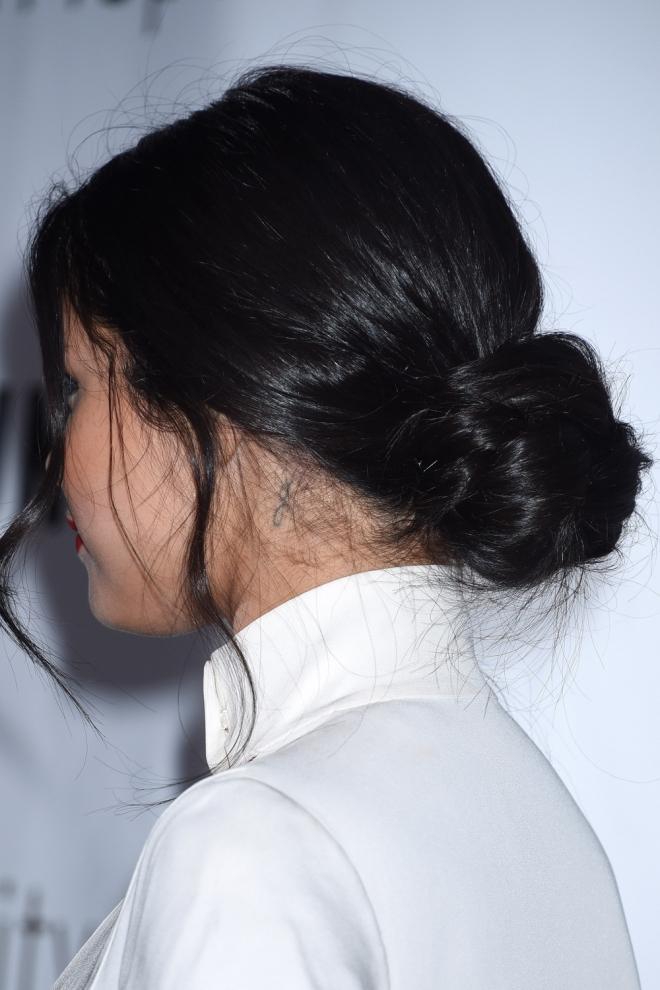 Tatuajes En El Cuello La G De Selena Gomez