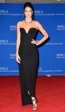Cena de Corresponsales de la Casa Blanca: Kendall Jenner, sexy de negro
