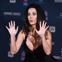 Katy Perry, otra famosa que se hizo un tatuaje por amor