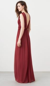 Para invitadas premamás, un vestido suelto de MANGO es una sofisticada opción