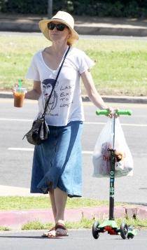 Naomi Watts, una actriz con falda vaquera para el día a día