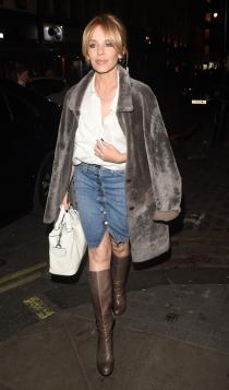 Kylie Minogue también se apunta a las faldas vaqueras