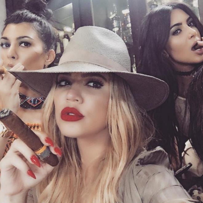 Puros y maquillaje, así son las hermanas Kardashian