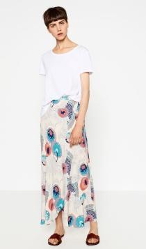 Una falda de flores de ZARA para invitadas guapas