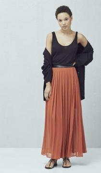 Una falda larga de MANGO, la mejor opción de invitadas de boda