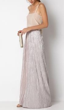 Invitadas con faldas largas: una boda muy brillante con Hoss Intropia