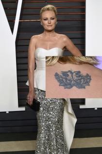 Tatuajes en la espalda: la flor de Malin Akerman
