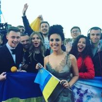 Jamala, con las fans de Eurovisión 2016