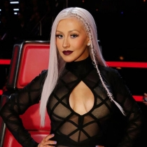 Un escote fantástico para Christina Aguilera en La Voz