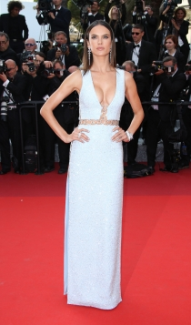 Cannes 2016: Alessandra Ambrosio, sexy y estupenda