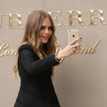 Selfies de famosos: Cara Delevingne y sus mil caras